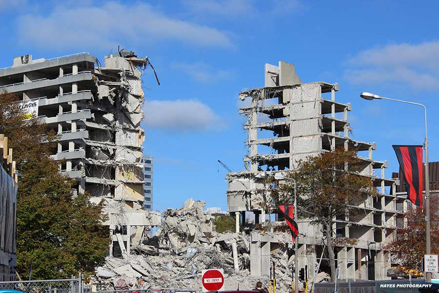 [Image: christchurch-earthquake-damage-hayes-pho...hy-900.jpg]
